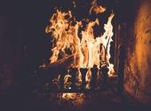 Feu de cheminée d'hiver