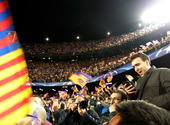 Les supporters le soir de Barcelone-PSG Photos