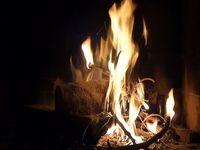Feu de cheminée qui crèpite