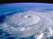 Cyclone vu de l'espace Fonds d'écran