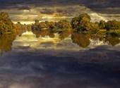 Nuages sur le lac Fonds d'écran
