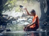 moine bouddhiste en méditation Photos