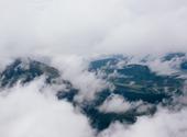 Vue nuageuse sur montagne Fonds d'écran